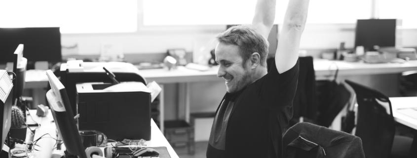 i consigli per mantenere una corretta postura in ufficio